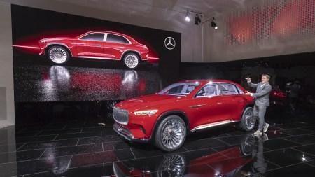 Электрокроссовер премиум-класса Vision Mercedes-Maybach Ultimate Luxury представили официально: четыре двигателя мощностью 750 л.с., батарея на 80 кВтч с запасом хода 500 км и… чайник в салоне