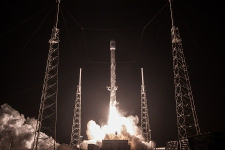 Илон Маск предложил возвращать вторую ступень ракеты при помощи… «гигантского надувного парашюта» (и батута!)