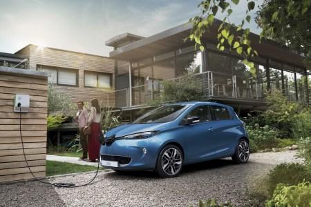 В Украине стартовали официальные продажи электромобилей Renault ZOE и Renault Kangoo Z.E по цене от 890 тыс. грн