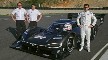 Volkswagen официально представил гоночный электромобиль Volkswagen I.D. R Pikes Peak с мощностью 680 л.с. и динамикой болида Formula 1/E