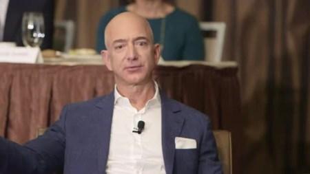 Глава Amazon уже не знает, куда потратить свои миллиарды