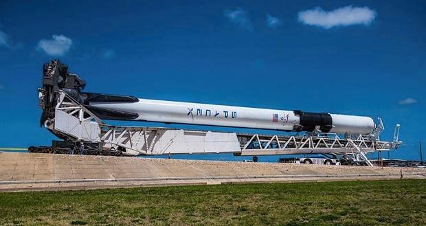 SpaceX впервые запустила мощнейшую модификацию ракеты Falcon 9 Block 5, которую планируется использовать для отправки астронавтов на МКС