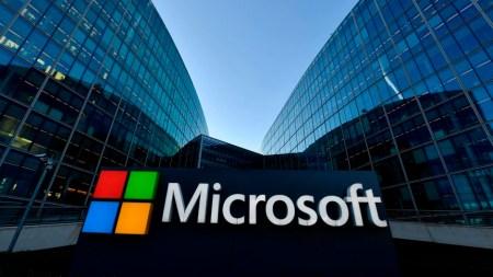 У Microsoft тоже есть чат-бот, который умеет разговаривать по телефону человеческой речью. Он называется Xiaoice и пока работает только в Китае