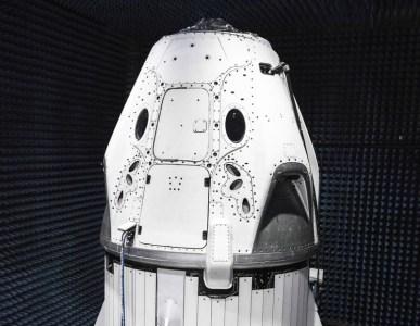 Илон Маск показал готовый пилотируемый корабль SpaceX Crew Dragon (Dragon 2)
