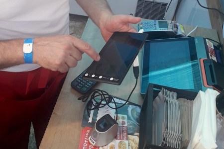 Visa, MOSST Payments и «ПриватБанк» начали тестировать в Украине оплату по отпечатку пальца без карты или смартфона