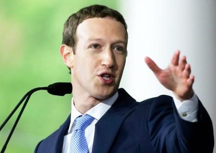 Россия хочет, чтобы Марк Цукерберг дал показания в Совете Федерации