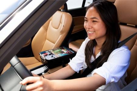 Uber начал сотрудничать со стартапом Cargo, благодаря чему водители смогут продавать пассажирам полезные товары прямо во время поездки