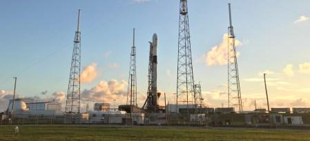 SpaceX впервые повторно запустила мощнейшую модификацию ракеты Falcon 9 Block 5 (и снова посадила ее)