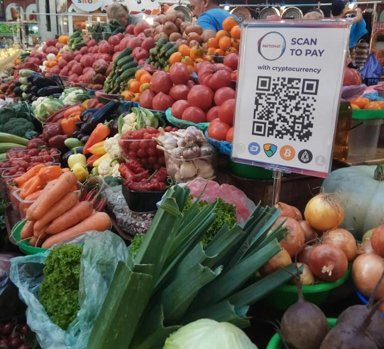 """""""Пучок укропа – за крипту"""": На Бессарабском рынке теперь можно рассчитываться криптовалютами"""