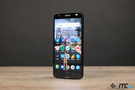 Смартфон Moto Z3 Force с «небьющимся» экраном ShatterShield в нынешнем году ждать не стоит