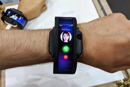 Фотогалерея дня: прототип смартфона со сгибающимся экраном Nubia Alpha