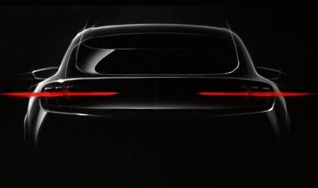 Ford опубликовал первый тизер электромобиля Mach 1, при создании которого компания вдохновлялась дизайном спорткупе Mustang