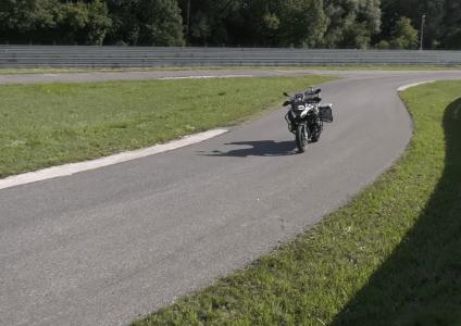 BMW показала самоуправляемый мотоцикл