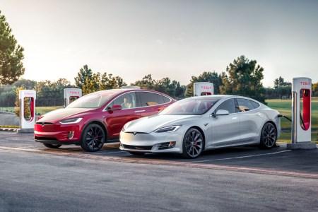 Bloomberg: Чтобы продать первый миллион электромобилей, понадобилось 5 лет. Второй миллион «разлетелся» всего за 6 месяцев