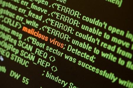 СБУ ликвидировала группу хакеров, воровавшую деньги с банковских счетов, а Киберполиция выявила 19-летнего автора вирусов