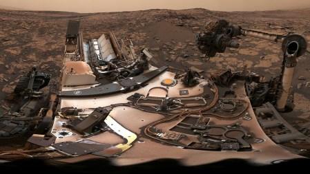 Марсоход Curiosity заснял 360-градусную панораму Марса во время пыльной бури