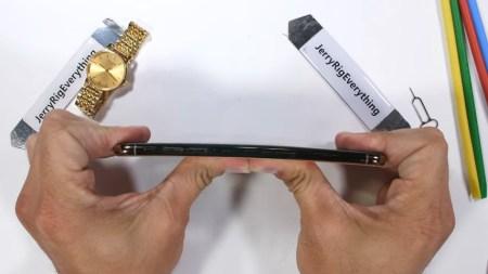 «На отлично»: смартфон iPhone Xs Max прошел испытания блогера JerryRigEverything