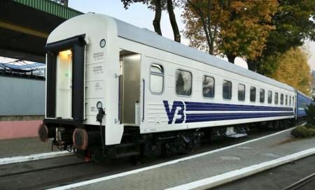 «Укрзалізниця» показала первый модернизированный пассажирский вагон в новой ливрее ?. Там климат-контроль в каждом купе!