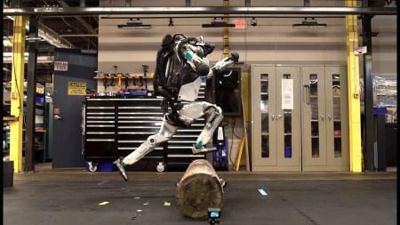 Видео дня: Робот Atlas освоил паркур (ну почти)