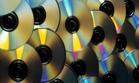 17-летняя американка спросила в Twitter, как записываются компакт-диски. Старыми себя почувствовали даже миллениалы, которым еще нет и 30 лет