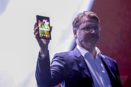 Samsung показала складной смартфон с гибким экраном Infinity Flex Display [Обновлено: стали известны характеристики дисплеев]