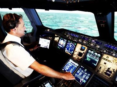 Аналитики: искусственный интеллект будет допущен к управлению пассажирскими самолетами только после того, как ученые научатся его контролировать