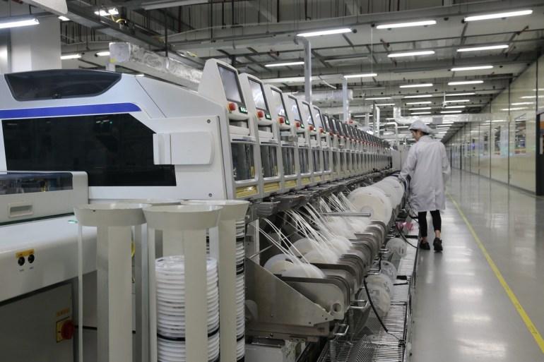 Как выглядит производство флагманских смартфонов Huawei