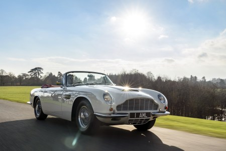 Aston Martin предлагает владельцам классических моделей бренда превратить их в электромобили (и обратно) с помощью «кассетной» трансмиссии