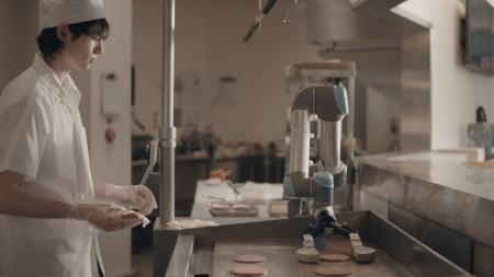 Walmart автоматизирует часть работы ассистентов повара при помощи роботов Flippy