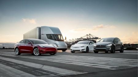 Tesla протестировала автовоз для перевозки электромобилей на основе грузовика Tesla Semi