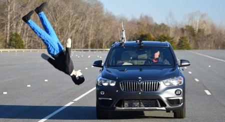 Институт дорожной безопасности IIHS провел тестирование систем автоматического торможения компактных кроссоверов, худший результат показал BMW X1 [видео]