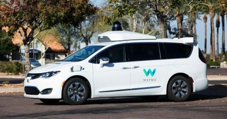 Waymo учит свои робомобили взаимодействовать с машинами экстренных служб