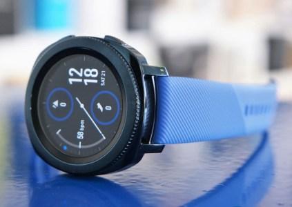 Умные часы Samsung Galaxy Watch Active получат уменьшенный дисплей, менее ёмкую батарею и лишатся поворотного безеля