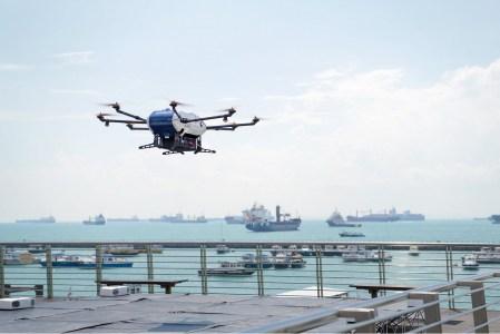 Разработанный Airbus Helicopters БПЛА доставил груз с берега на судно