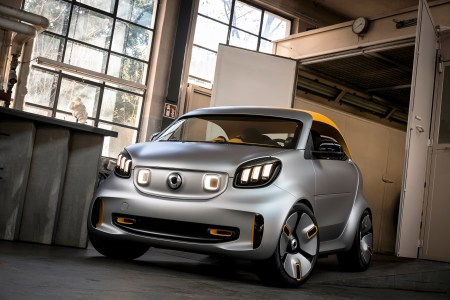 Немцы привезут в Женеву концепт электромобиля Smart Forease+ с футуристичным дизайном и съемной тканевой крышей