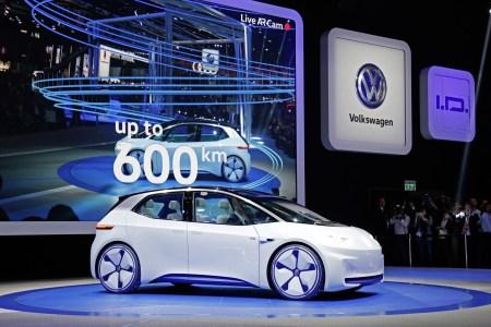 Официально: Volkswagen откроет предзаказы на электрохэтчбек VW ID. уже 8 мая 2019 года, хотя серийную версию модели представят только в сентябре