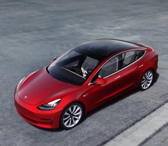 Tesla снова сорвала сроки. Народная Model 3 за $35 тыс. задерживается, а компания предлагает клиентам версии подороже