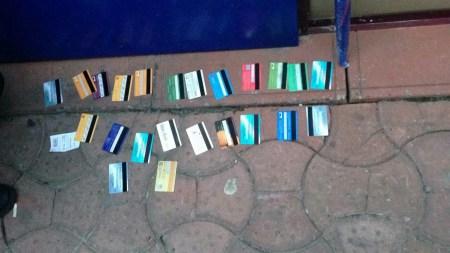 «ПриватБанк» помог киберполиции задержать в Киеве группу мошенников-скиммеров. Они сняли с чужих карточек более 500 тыс. грн (и это только у одного банка)