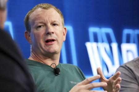 Сооснователь WhatsAppБрайан Эктон выступил перед студентами Стэнфорда — и снова призвал всех удалиться из Facebook