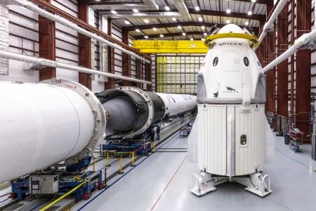 SpaceX потерпела неудачу в ходе огневых испытаний Crew Dragon, первый пилотируемый полет, вероятно, будет перенесен на осень