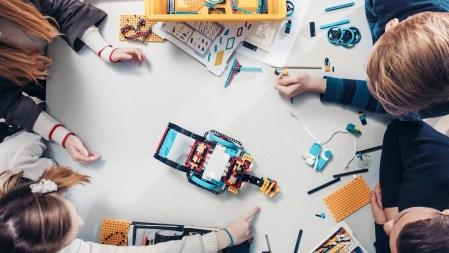Набор LEGO Spike Prime привьет ребенку интерес к роботехнике
