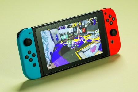 Nintendo планирует продать за год 18 млн консолей Switch, но слухи о выходе более доступной модификации опровергнуты