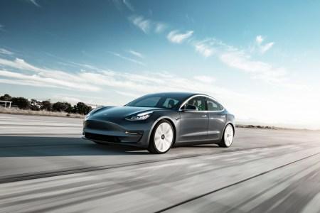 В марте 58% всех проданных в Норвегии новых авто были полноценными электромобилями, однозначный лидер продаж — Tesla Model 3