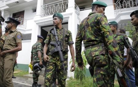На Шри-Ланке после серии терактов временно заблокировали соцсети и мессенджеры. Для борьбы с фейковыми новостями