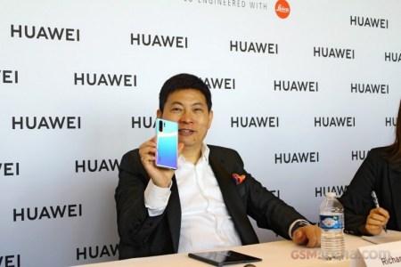 Huawei все объяснила. «Подбородки» безрамочным смартфонам нужны, чтобы не было случайных нажатий