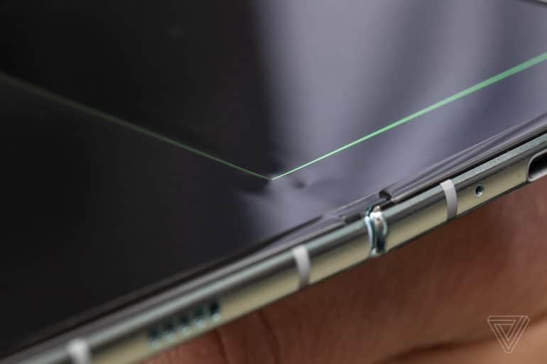 iFixit назвали вероятную причину выхода из строя дисплеев смартфонов Samsung Galaxy Fold