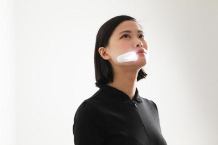 Носимый на щеке медицинский датчик позволит врачам непрерывно следить за состоянием пациентов