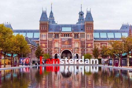 Власти Амстердама приняли решение запретить с 2030 года дизельные и бензиновые автомобили