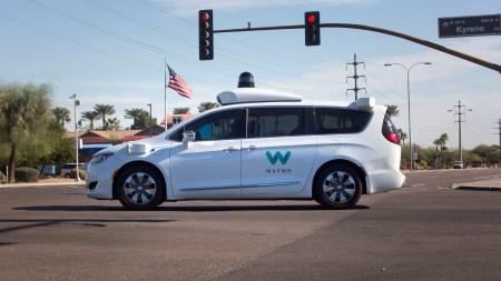 Waymo опубликовала несколько видеороликов, посвященных безопасности движения самоуправляемых автомобилей