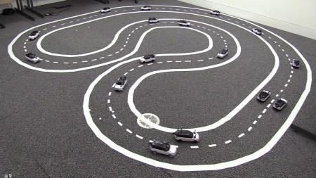 «Ребята, давайте жить дружно»: британские ученые научили робомобили координировать между собой маневры